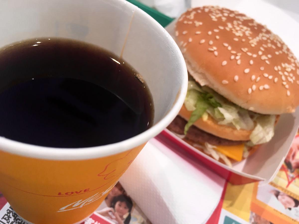 マクドナルドで新プレミアムローストコーヒーと三角チョコパイとビッグマック